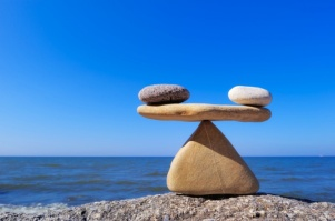 stones_balancing_on_rock_at_beach